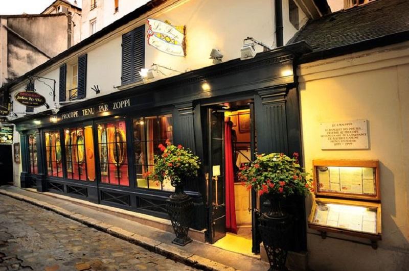 Le Caf Ef Bf Bd  Rue Des Archives  Paris