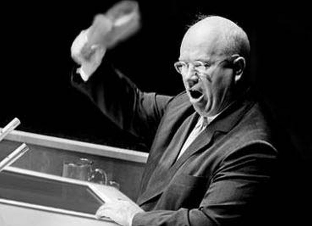 12-ottobre-1960-Soviet-Premier-Nikita-Khrushchev-banged-his-shoe-on-the-rostrum-at-the-United-Nations