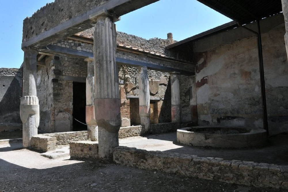 Un aiuto torinese a pompei the light canvas for Planimetrie della casa antica