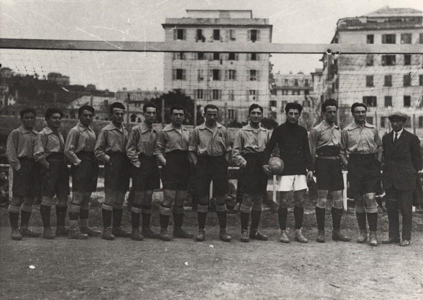 L'Alessandria dei primissimi anni '20, Ticozzelli secondo da destra.