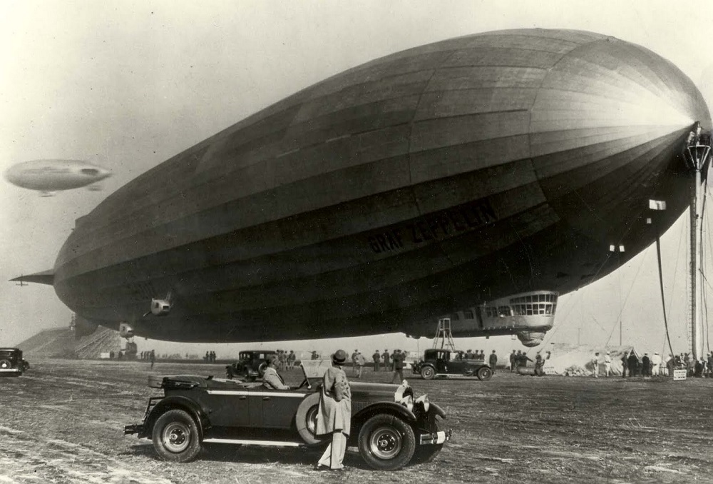 1929-Packard-and-the-Graf-Zeppelin
