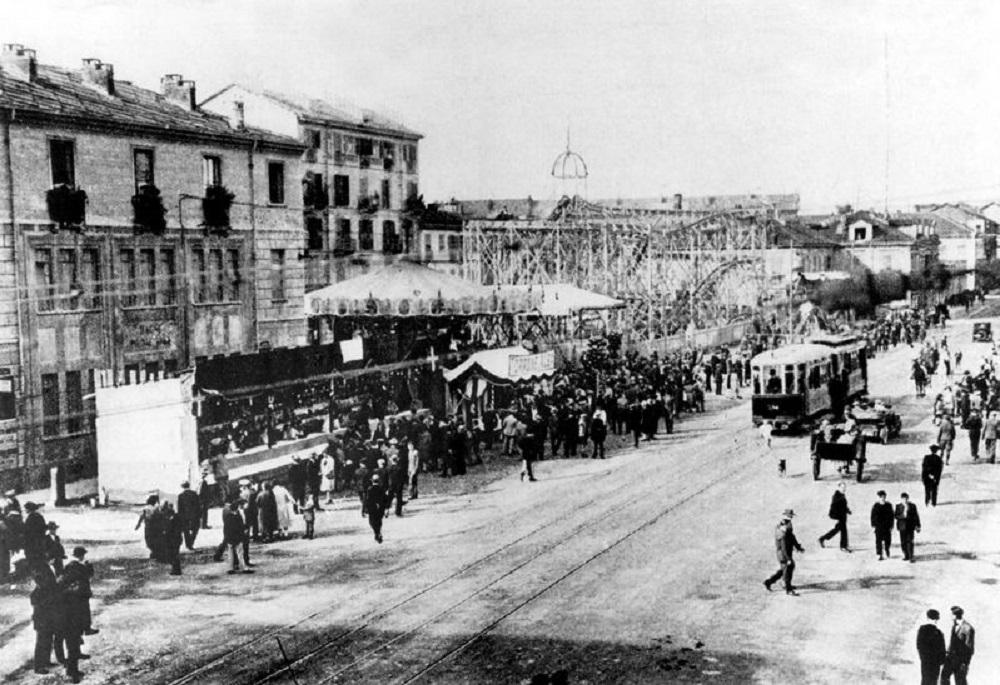 Festa di quartiere in Piazza Crispi (1925) - Archivio dell'Associazione Officina della Memoria e Archivio Storico della Città di Torino